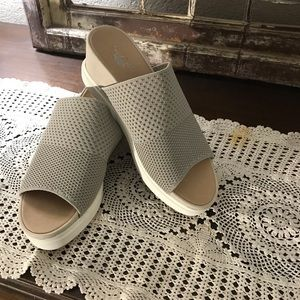 Dr Scholl's Wedge. Sandals Taupe  Size 9